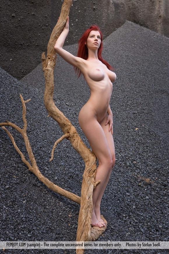 ariel-in-sculpture-on-mars