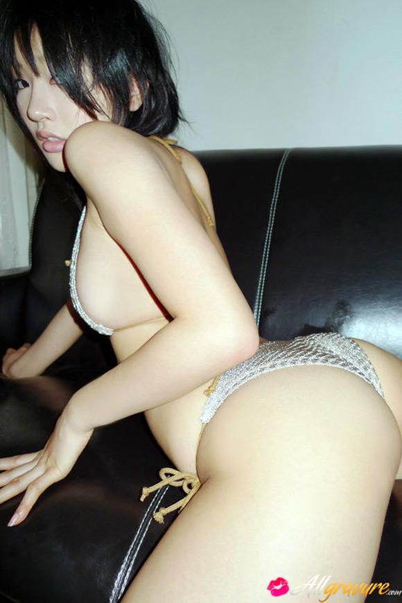 asami-tada-naked-asian-gravure-model