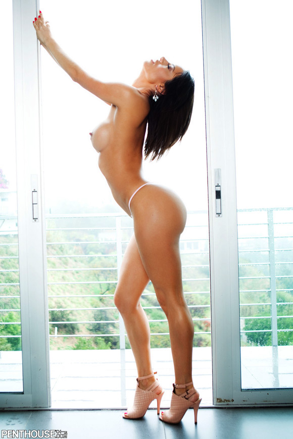 franceska-james-naked-penthouse-girl-2