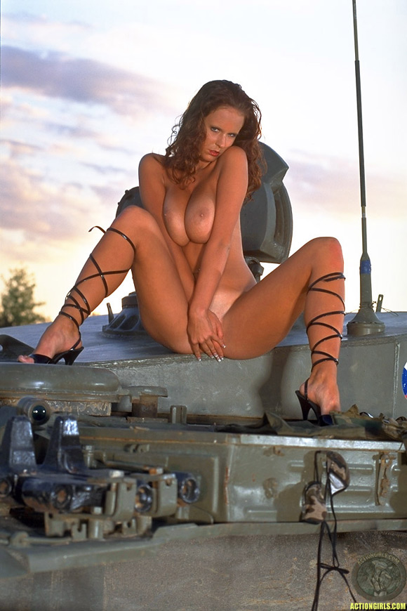 naked-action-girl-raylene-richards-as-an-iron-beast-babe