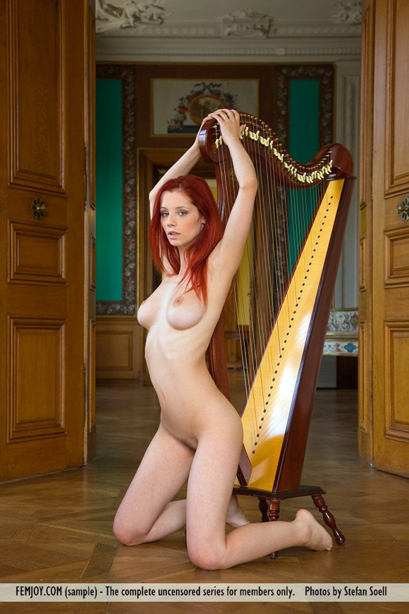 ariel-in-beautiful-harpist