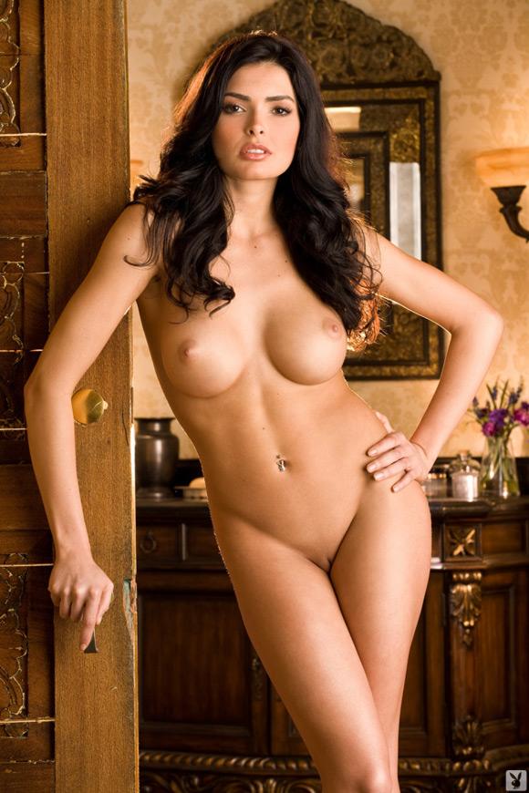 sasckya-porto-playboy-playmate-girl-naked
