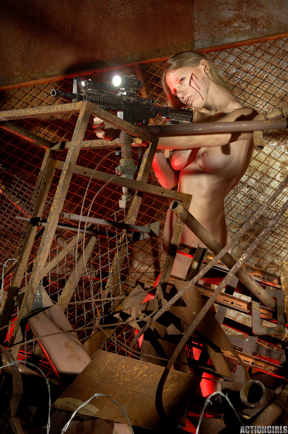 naked-action-girl-sarah-in-death-trap