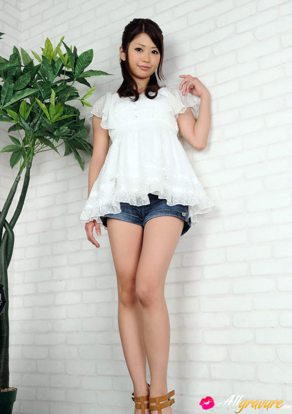 hitomi-nose-naked-asian-gravure-model
