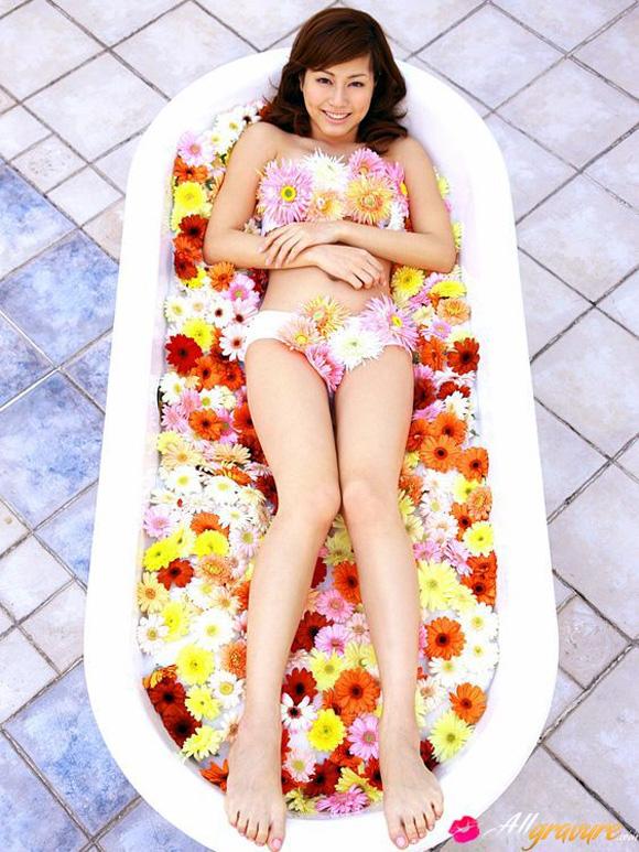 yumi-sugimoto-naked-asian-gravure-model