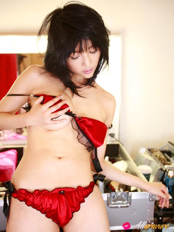yuuri-morishita-naked-asian-gravure-model