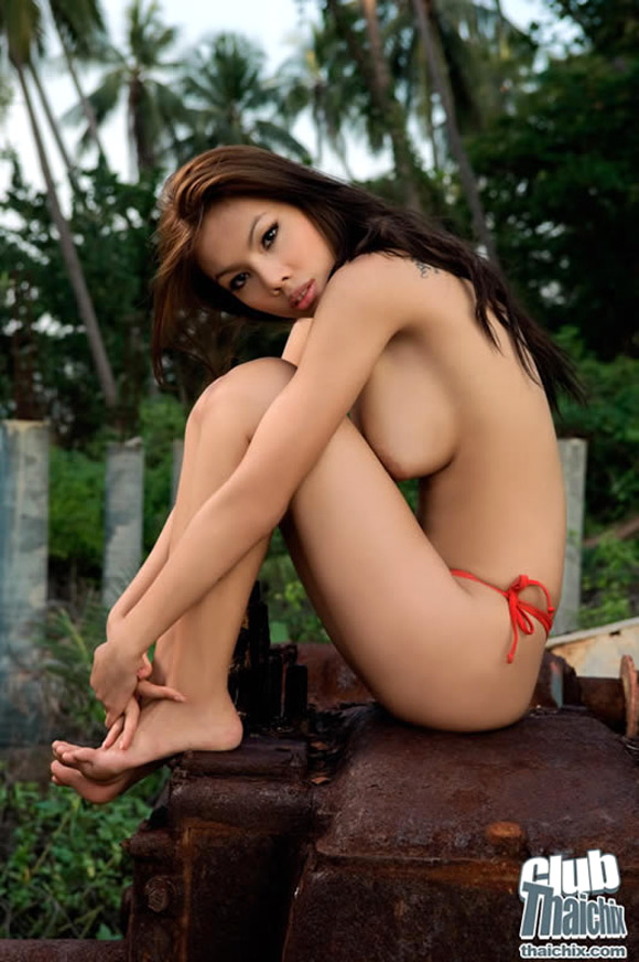 busty-thai-girl-miko-posing