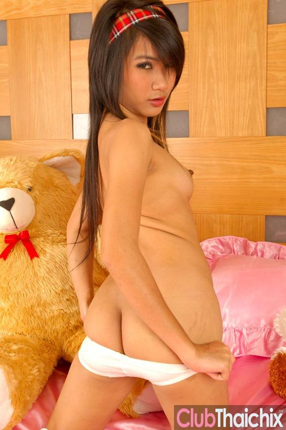 cute-thai-sansanee-stripping