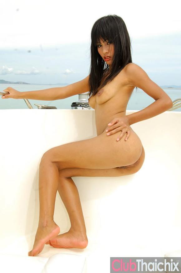 thai-jun-dropping-bikini