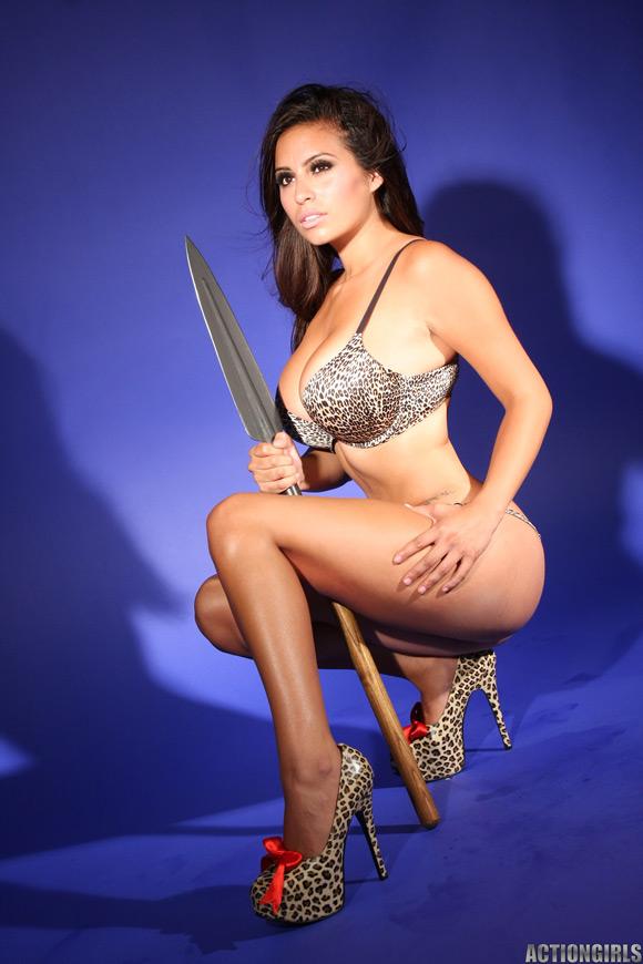 naked-action-girl-rachel-in-jungle-babe