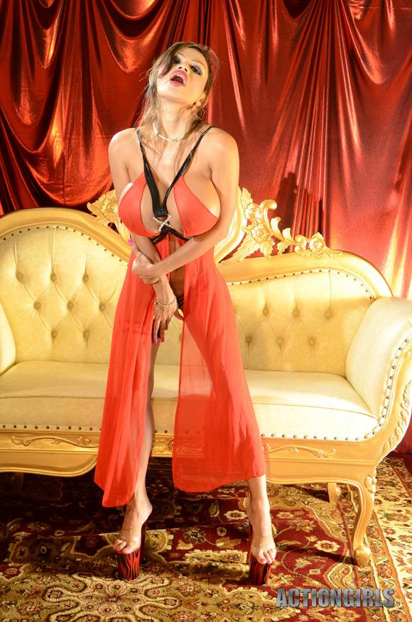 naked-action-girl-armie-in-elegant-goddess
