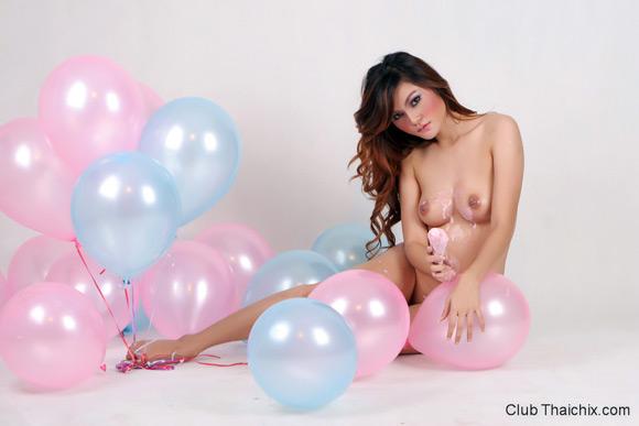 cute-riyo-playing-with-baloons