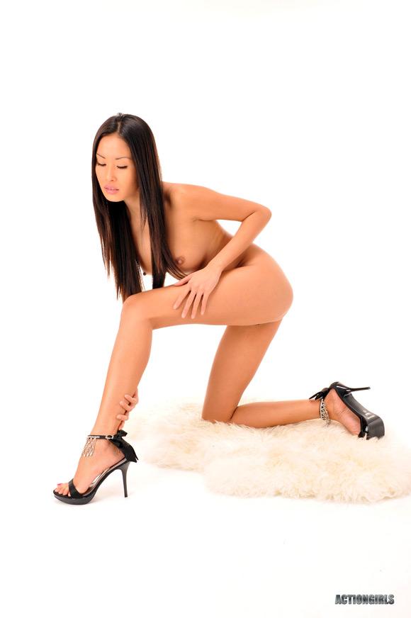 naked-action-danika-in-nude-photoshoot