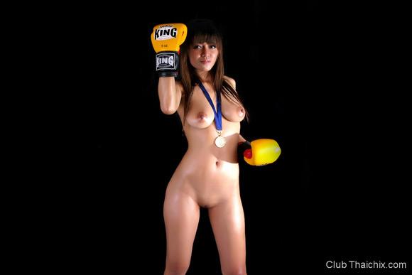 shanya-posing-nude-in-boxing-gloves
