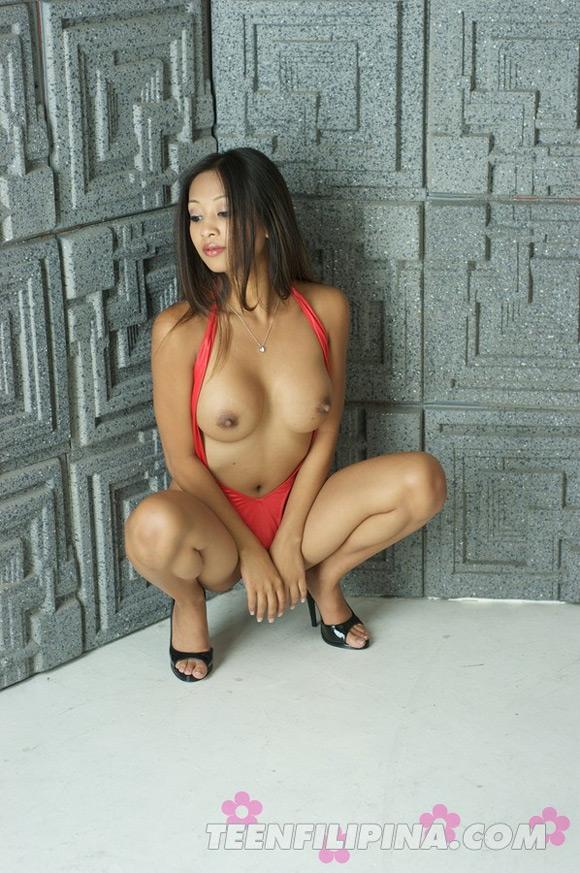 sultry-filipina-american-porn-starlet-kina-kai