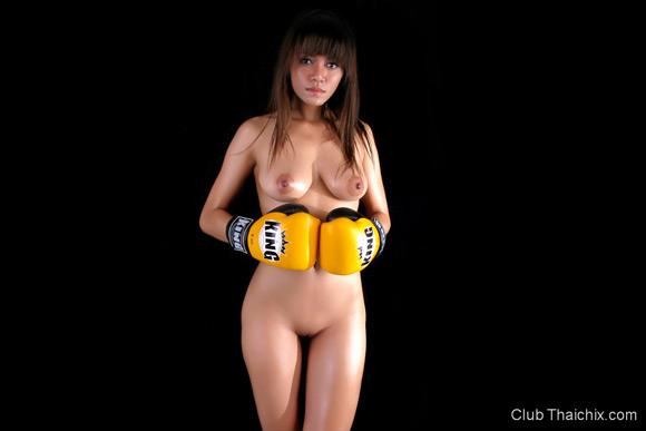 thai-boxer-shanya-posing-topless