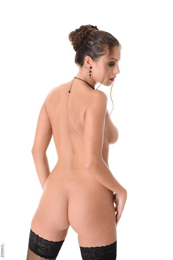 lia-taylor-in-cabaret-club-naked-virtuagirl
