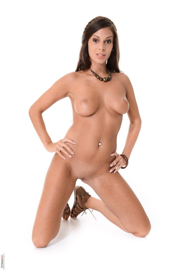 lia-taylor-in-hot-tourist-naked-virtuagirl