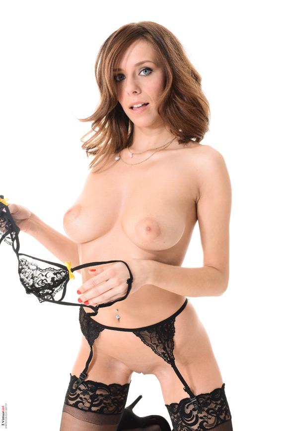 tracy-smile-in-concupiscence-naked-virtuagirl