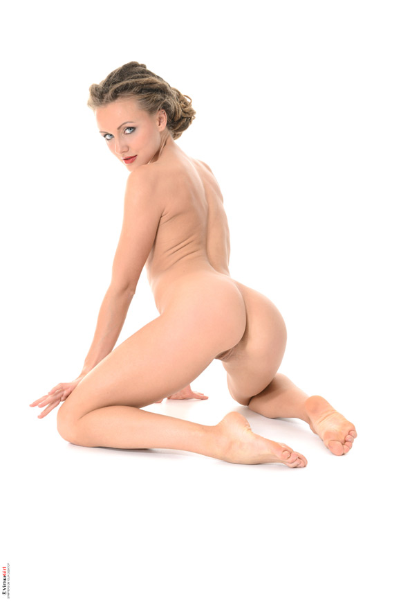 foxy-in-survival-instinct-naked-virtuagirl