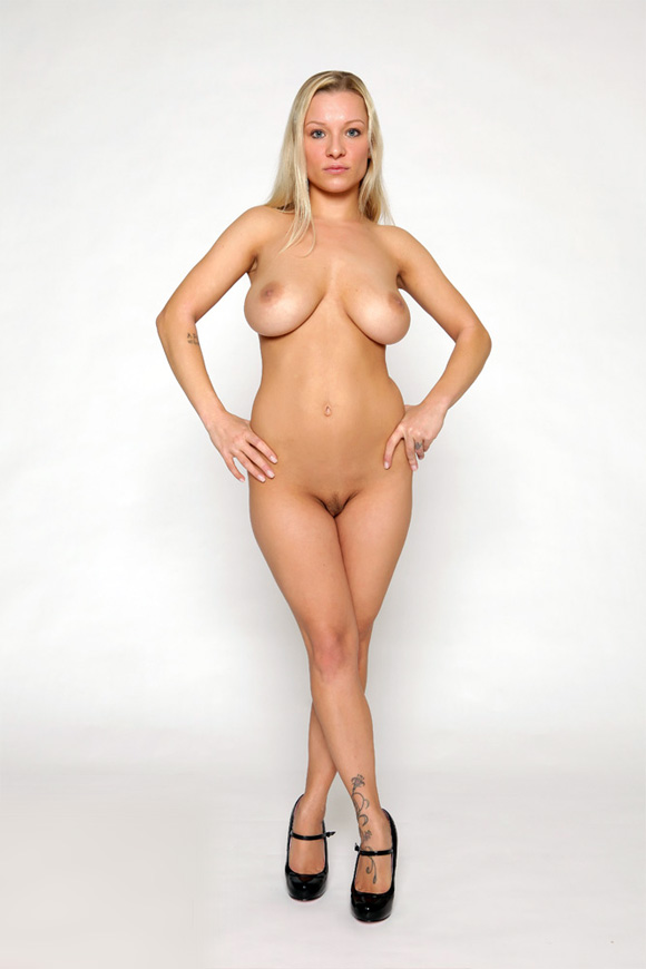 Busty Blonde Girl Posing Pletely Naked