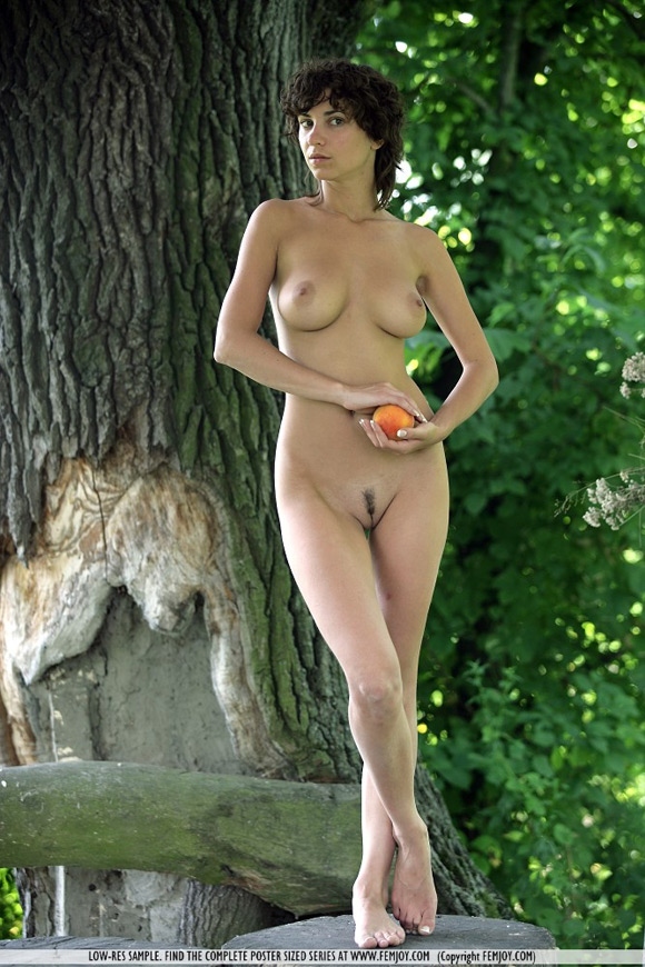 katalin-in-peaches