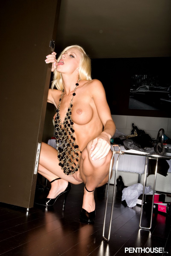 lux-kassidy-naked-penthouse-girl-2