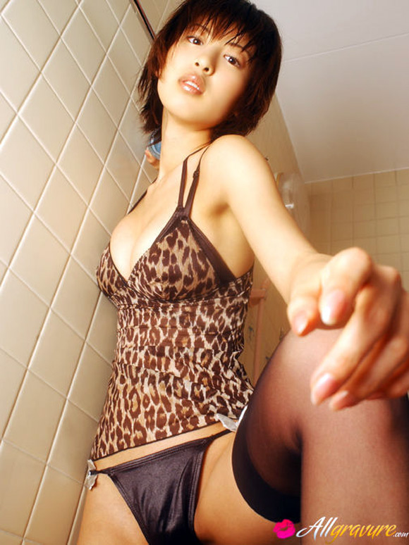 mariko-okubo-naked-asian-gravure-model-4