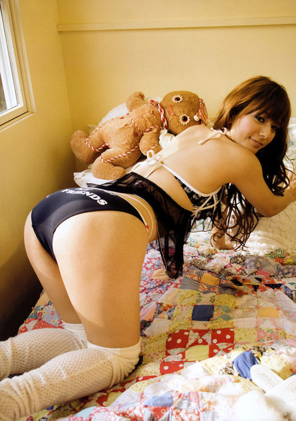 suzanne-naked-asian-gravure-model-2