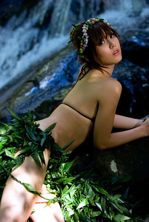 yumi-sugimoto-naked-asian-gravure-model-7