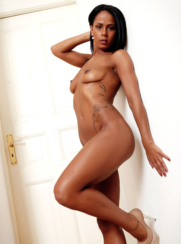 gorgeous-beauty-walking-around-naked-at-home