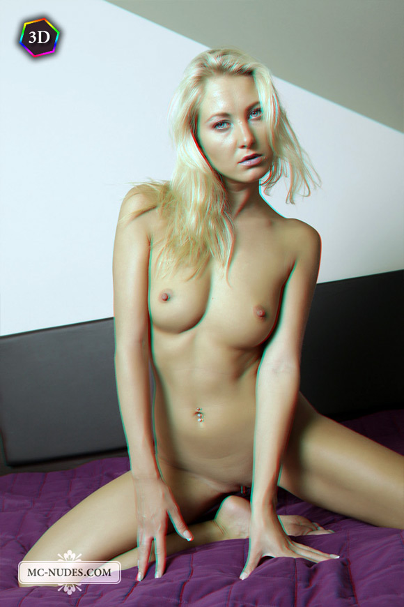 blonde-girl-entertaining-herself-naked-in-bed-in-stereo-3d