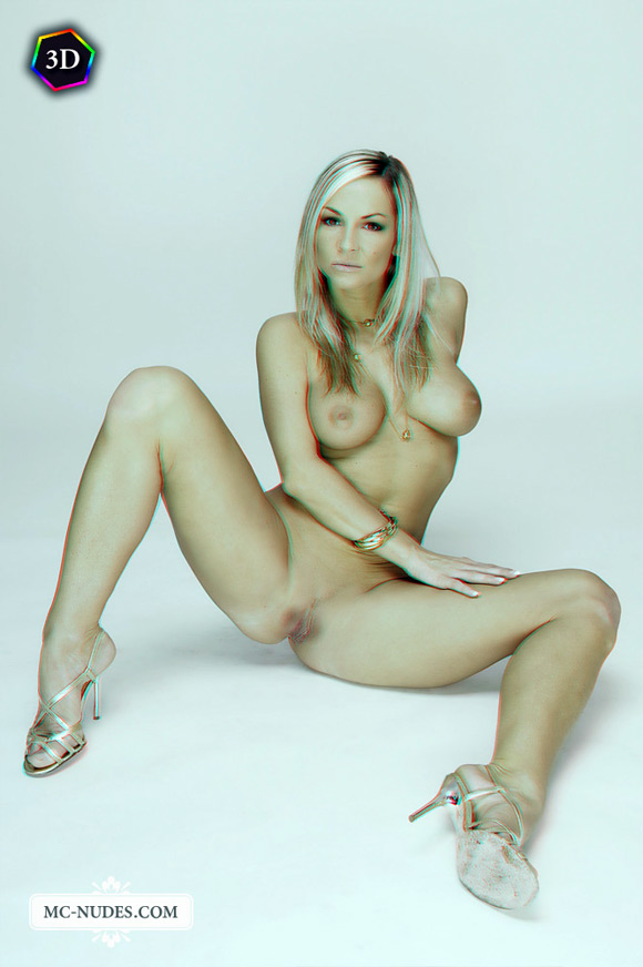 hot-blonde-girl-naked-and-spreading-legs-in-stereo-3d