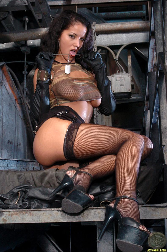 naked-action-girl-angel-dark-in-action