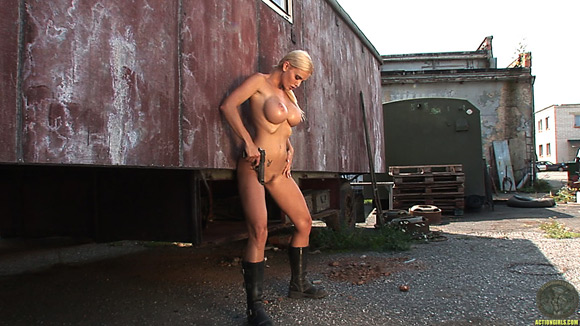 naked-action-girl-kathy-lee-in-action