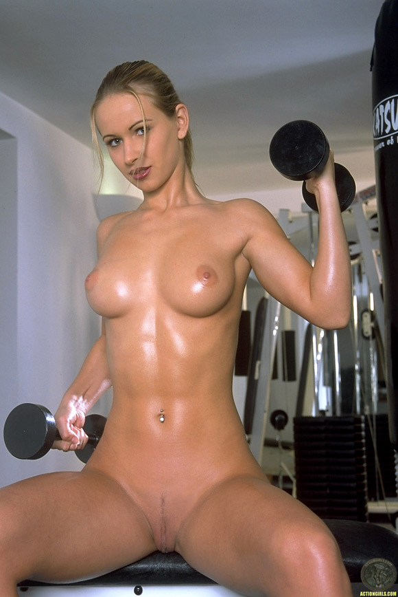 naked-action-girl-susana-spears-in-sexy-workout