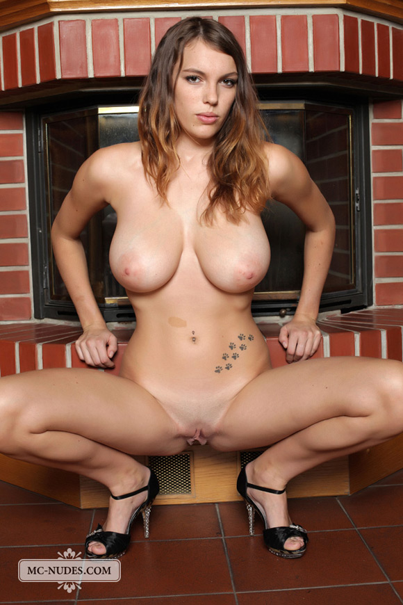 Babe nude busty Busty naked