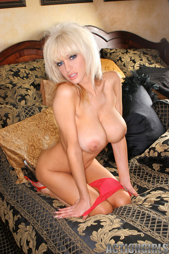 naked-action-girl-jill-as-a-new-recruit