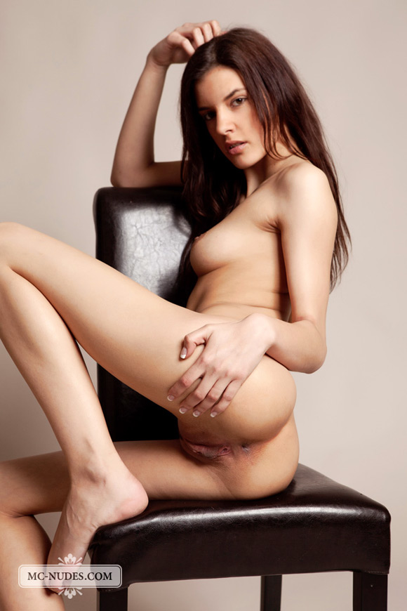 Curves On Her Chair Enjoy This Hot Brute And Let Seduce You