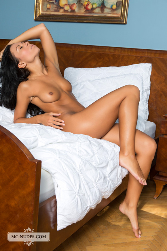 hot-girl-relaxing-completely-naked-in-her-bed