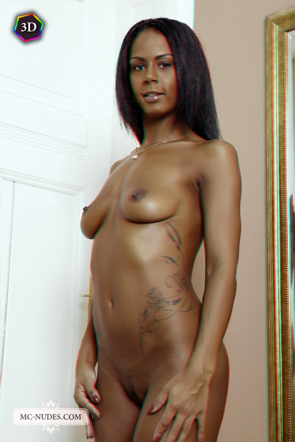 naked-chocolate-beauty-exposing-herself-in-stereo-3d