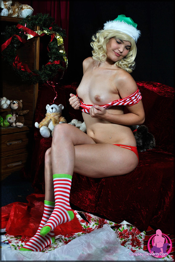arya-christmas-spirit-naked-cosplay-deviant