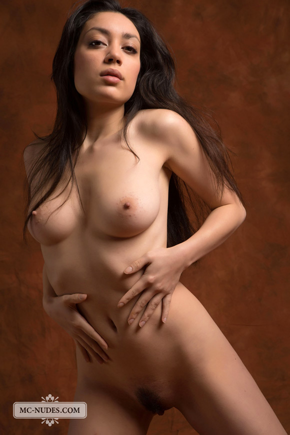 classic-naked-beauty-revealing-all-that-she-has