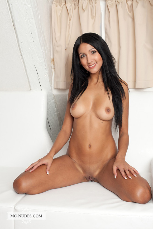 well-tanned-beauty-naked-and-masturbating-like-crazy