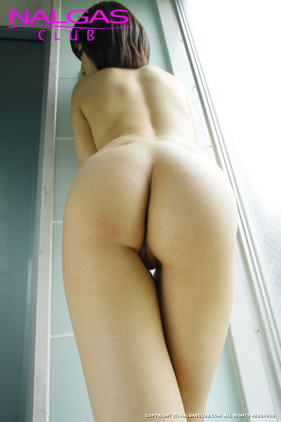 the-hot-naked-japanese-butt-of-kaori-2