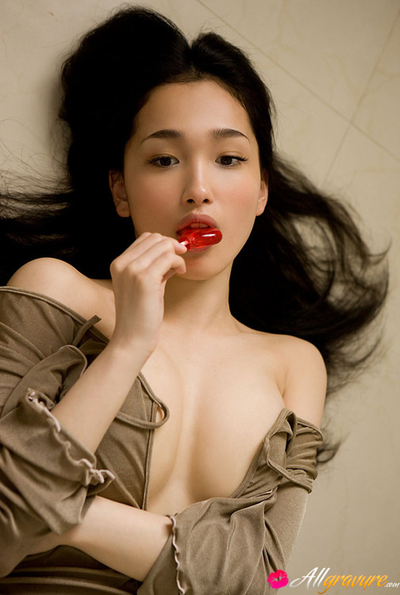 reon-kadena-naked-asian-gravure-model