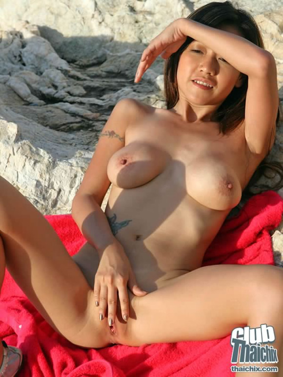 outdoor-masturbation-with-akiko
