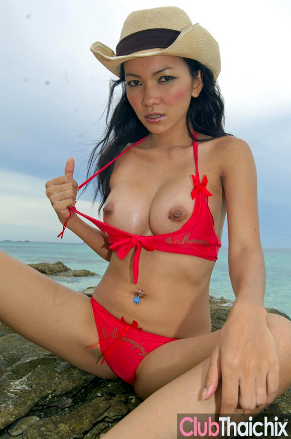 thai-mintra-stripping-on-a-rock