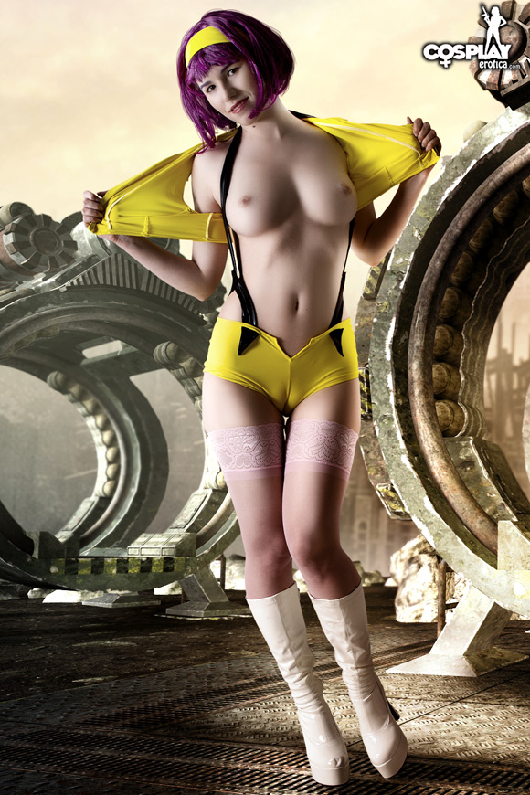faye-valentine-from-cowboy-bebop-naked-cosplay