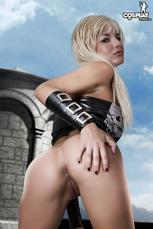trish-from-devil-may-cry-naked-cosplay